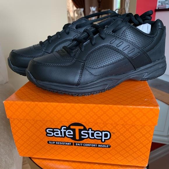 Safetstep Slip Resistant Sneaker